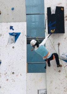 決勝課題を登る竹内選手