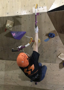 今シーズンの岩根山荘で流行った板の打ち込み課題も登場!