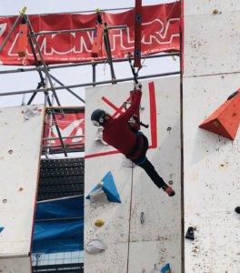 決勝課題を登る橋本選手