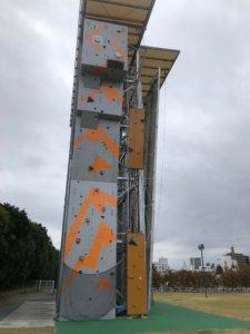 高さ15mに及ぶ昭島ドライツーリングウォール